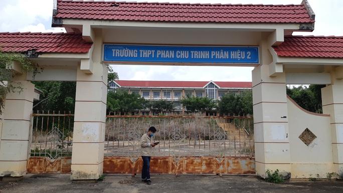 trường cấp 3 khang trang bị bỏ hoang ở tỉnh nghèo - ảnh 1.