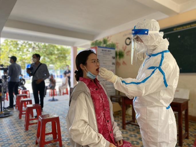 Đà Nẵng hỗ trợ Bắc Giang và Bắc Ninh 12.000 sinh phẩm xét nghiệm SARS-CoV-2 - Ảnh 1.