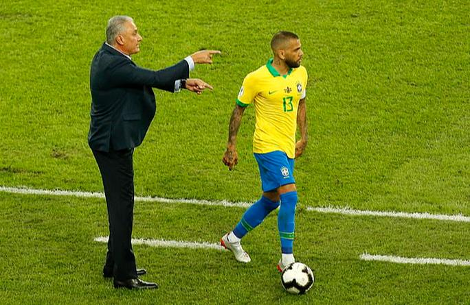 Siêu hậu vệ 38 tuổi Dani Alves trở lại đội tuyển Brazil - Ảnh 5.