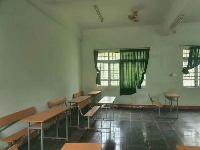 trường cấp 3 khang trang bị bỏ hoang ở tỉnh nghèo - ảnh 4.