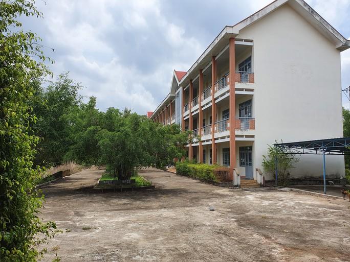 trường cấp 3 khang trang bị bỏ hoang ở tỉnh nghèo - ảnh 2.