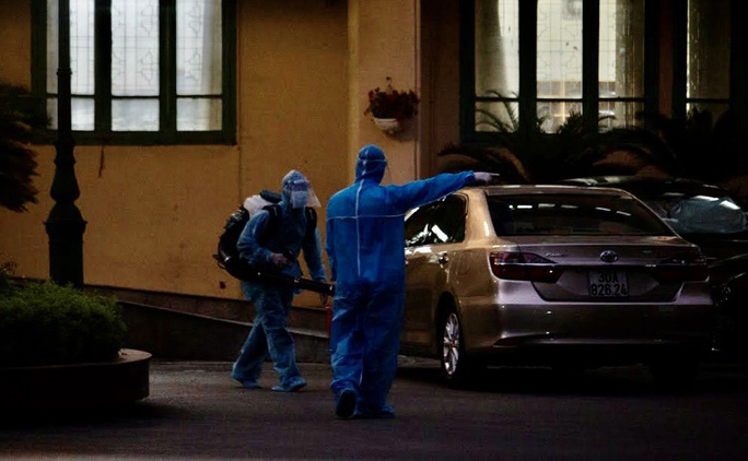 Nhân viên Văn phòng Bộ GTVT nghi mắc Covid-19, yêu cầu mọi người ở lại cơ quan - Ảnh 1.