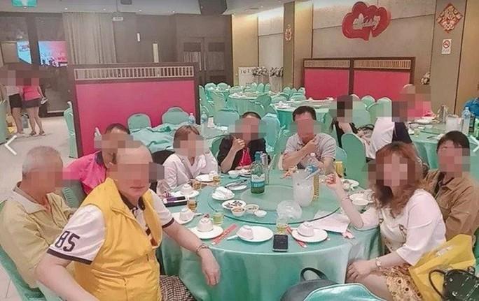 """Covid-19: Quán trà """"khêu gợi"""" giữa đợt bùng dịch ở Đài Loan - Ảnh 1."""