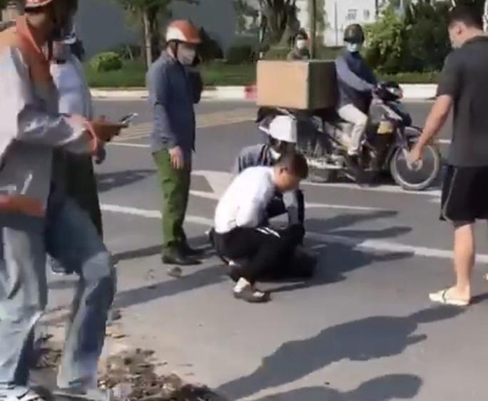 Giám đốc Công an Hà Nội nói gì về kỷ luật đại uý đứng nhìn người dân vật lộn với kẻ bị truy nã? - Ảnh 1.