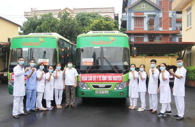 Thái Nguyên chi viện bác sĩ, xe cứu thương cho Bắc Giang chống dịch Covid-19 - Ảnh 2.