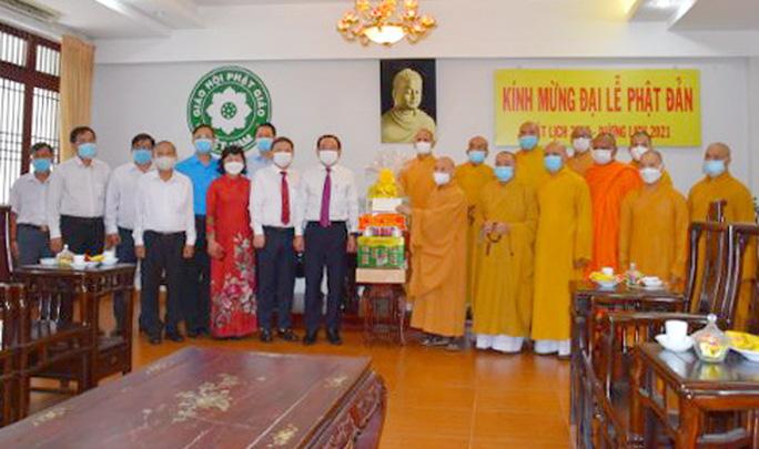 Bí thư Thành ủy TP HCM Nguyễn Văn Nên thăm và chúc mừng Đại lễ Phật đản - Ảnh 1.