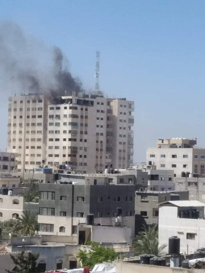 Israel không kích, đại gia đình 40 người chạy tán loạn - Ảnh 2.