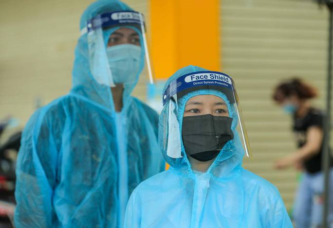 Con trai và tài xế của vợ chồng cựu giám đốc Hacinco dương tính SARS-CoV-2 - Ảnh 1.