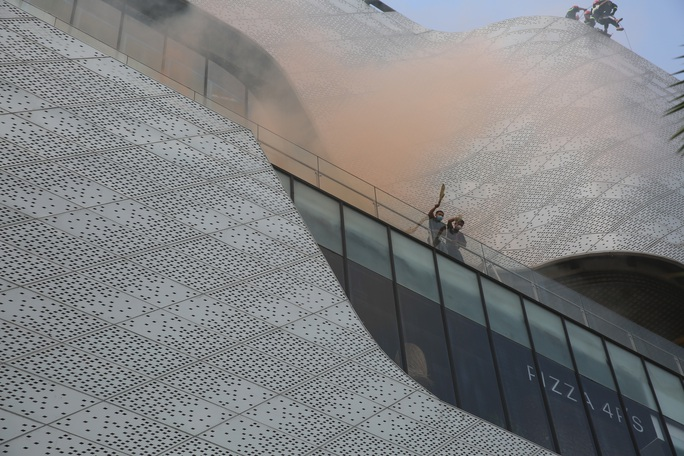 Phương án giải cứu 1.000 người mắc kẹt vì khói, khí độc trong một trung tâm thương mại ở TP Thủ Đức - Ảnh 4.