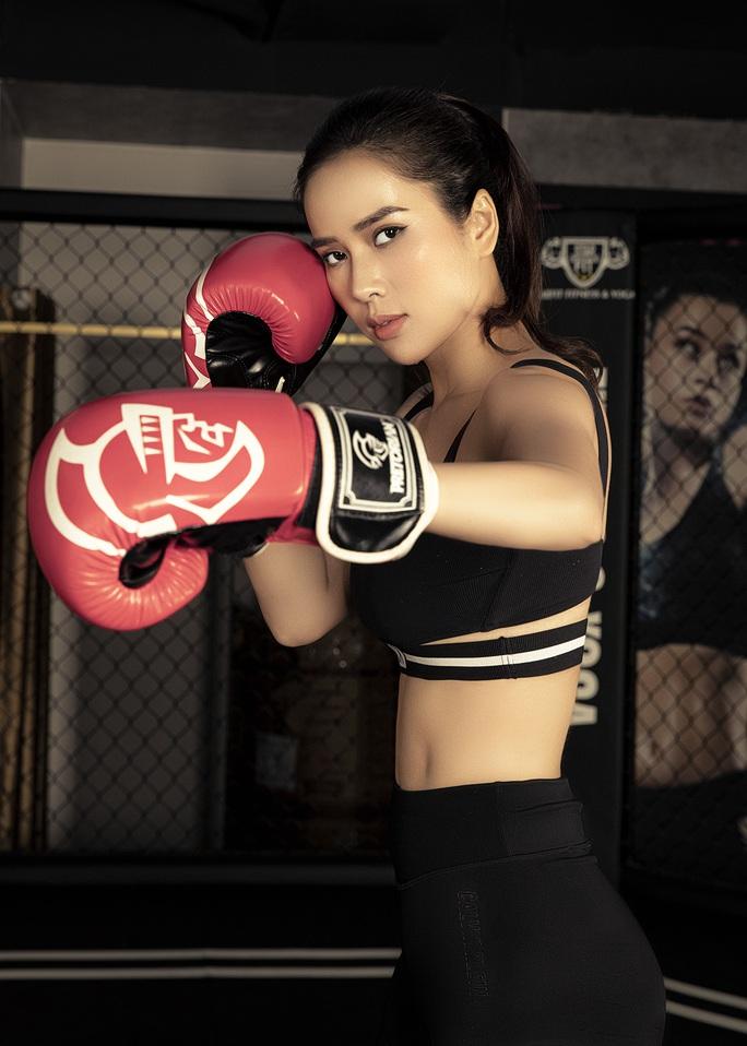 Cơ bụng số 11 gây choáng của diễn viên Bella Mai - Ảnh 2.