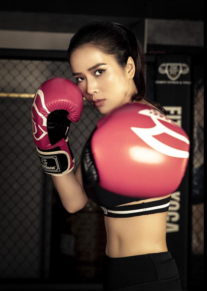 Cơ bụng số 11 gây choáng của diễn viên Bella Mai - Ảnh 9.