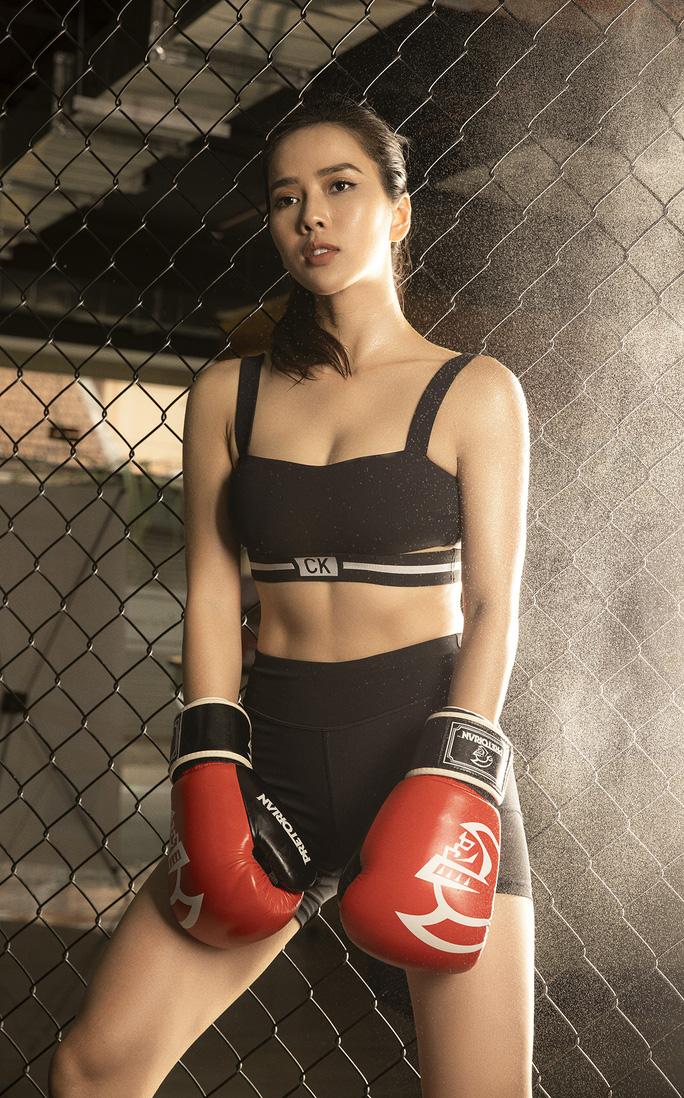 Cơ bụng số 11 gây choáng của diễn viên Bella Mai - Ảnh 1.