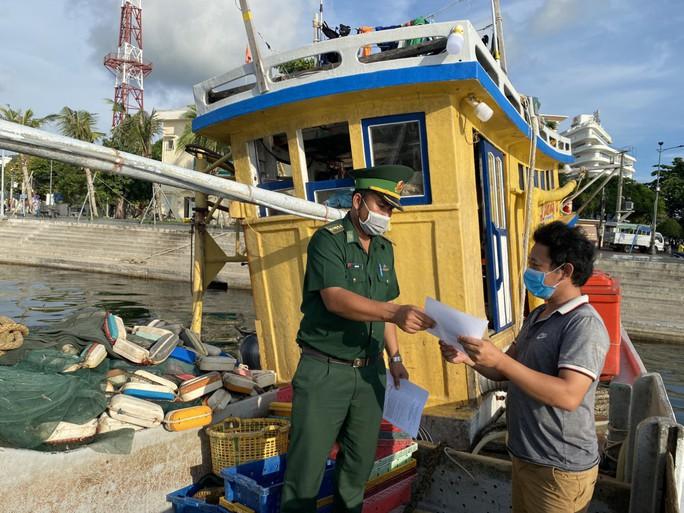 Biên phòng Phú Quốc phát động phong trào toàn dân tham gia phòng chống Covid-19 - Ảnh 5.