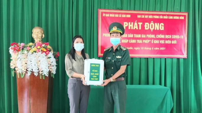 Biên phòng Phú Quốc phát động phong trào toàn dân tham gia phòng chống Covid-19 - Ảnh 1.
