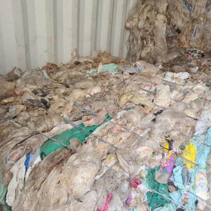 Tốn hàng chục tỉ đồng hủy phế liệu tồn đọng - Ảnh 1.