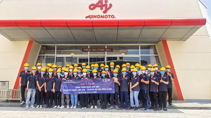 Trường ĐH Bách Khoa TP HCM cho sinh viên tiếp cận thực tế từ nhà máy - Ảnh 1.
