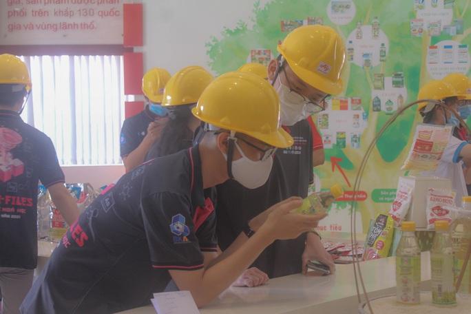 Trường ĐH Bách Khoa TP HCM cho sinh viên tiếp cận thực tế từ nhà máy - Ảnh 3.
