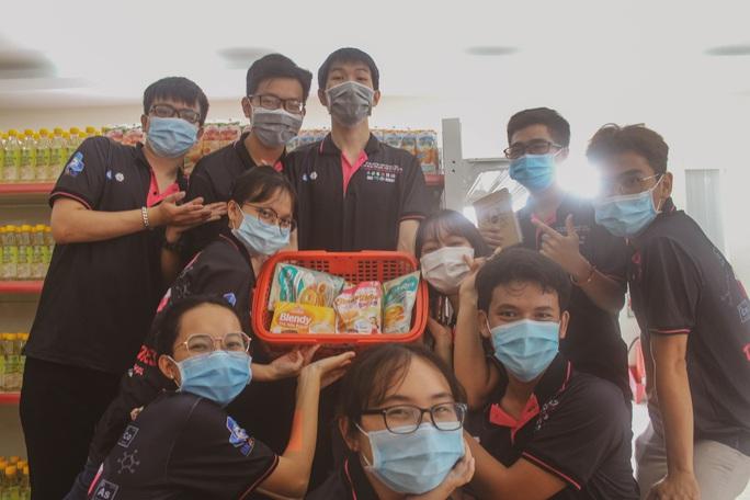 Trường ĐH Bách Khoa TP HCM cho sinh viên tiếp cận thực tế từ nhà máy - Ảnh 4.