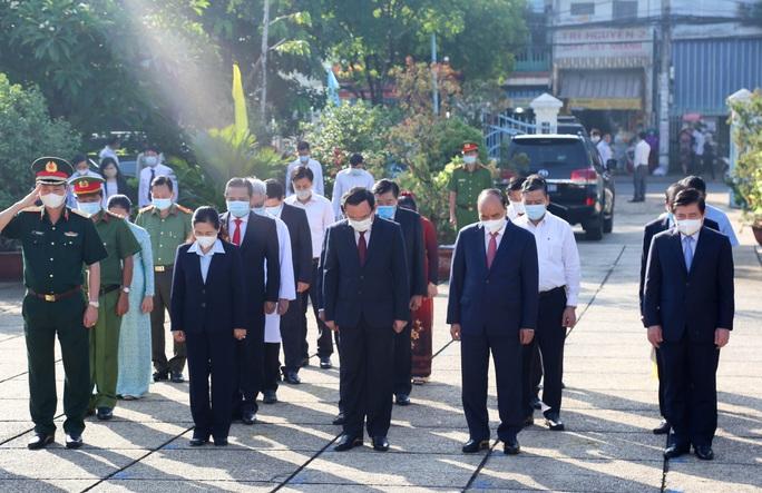 Chủ tịch nước cùng lãnh đạo TP HCM dâng hương, dâng hoa tại di tích Nhà thương Giếng Nước - Ảnh 2.