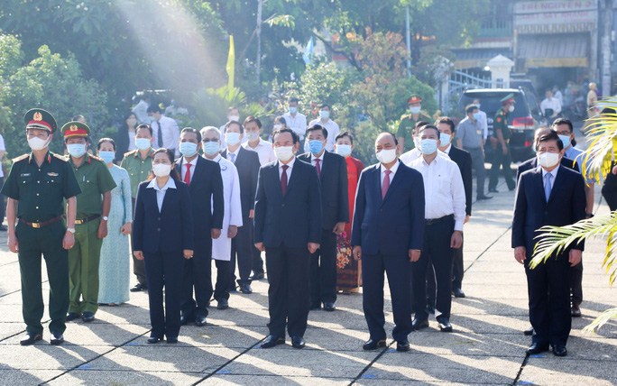 Chủ tịch nước cùng lãnh đạo TP HCM dâng hương, dâng hoa tại di tích Nhà thương Giếng Nước - Ảnh 3.
