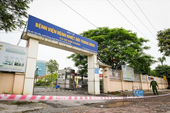 Bộ Y tế kéo dài thời gian cách ly với Bệnh viện Bệnh Nhiệt đới Trung ương - Ảnh 1.