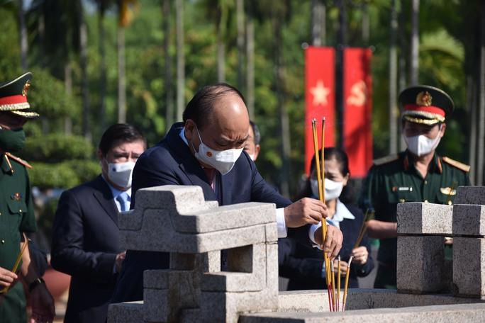 Chủ tịch nước cùng lãnh đạo TP HCM dâng hương, dâng hoa tại di tích Nhà thương Giếng Nước - Ảnh 4.