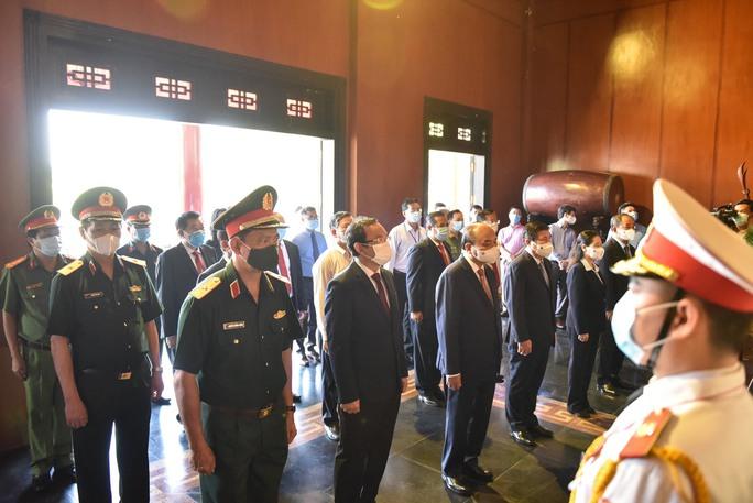 Chủ tịch nước cùng lãnh đạo TP HCM dâng hương, dâng hoa tại di tích Nhà thương Giếng Nước - Ảnh 5.