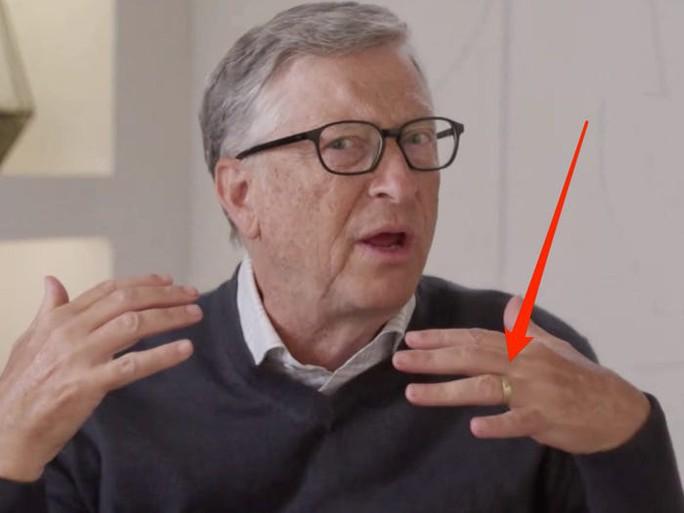 Bill Gates vẫn đeo nhẫn cưới sau tuyên bố ly hôn - Ảnh 1.
