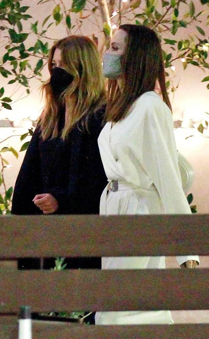 Lộ diện người bạn thân thiết của Angelina Jolie - Ảnh 1.