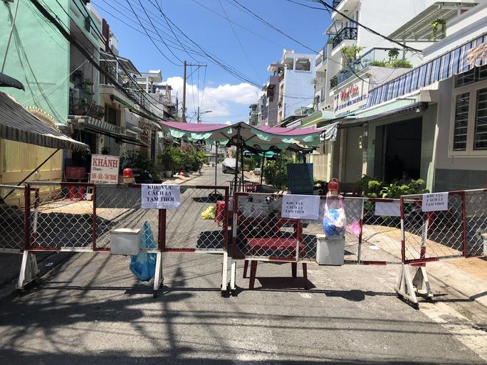 Liên quan ca nghi mắc Covid-19 tại TP HCM: Phong tỏa 72 hộ dân ở Bình Tân - Ảnh 1.