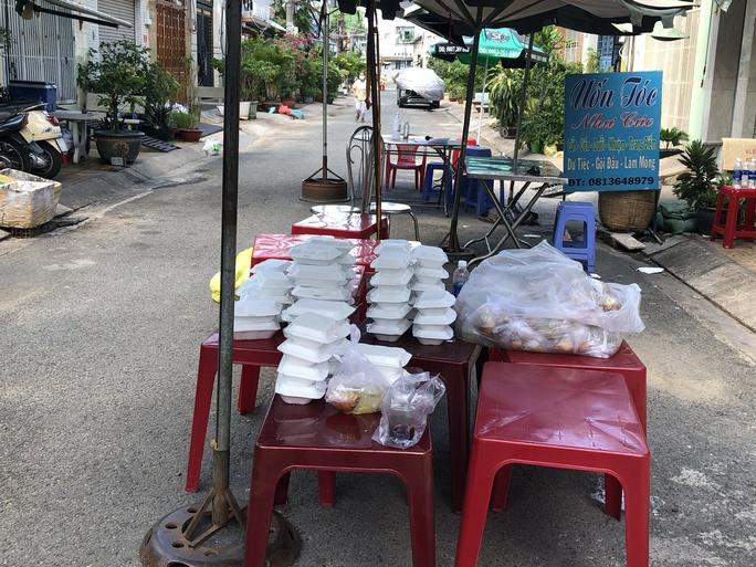 Liên quan ca nghi mắc Covid-19 tại TP HCM: Phong tỏa 72 hộ dân ở Bình Tân - Ảnh 3.