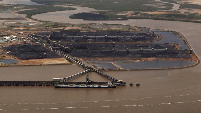 Tàu chở than Úc được thả sau 356 ngày bị Trung Quốc trói - Ảnh 1.