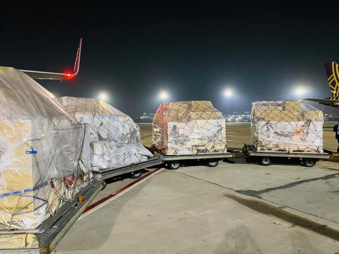 Chuyến hàng viện trợ đầu tiên của Việt Nam đến Ấn Độ - Ảnh 4.