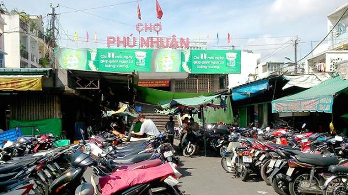 TP HCM: Phong tỏa tạm thời chợ Phú Nhuận vì liên quan Covid-19 - Ảnh 1.