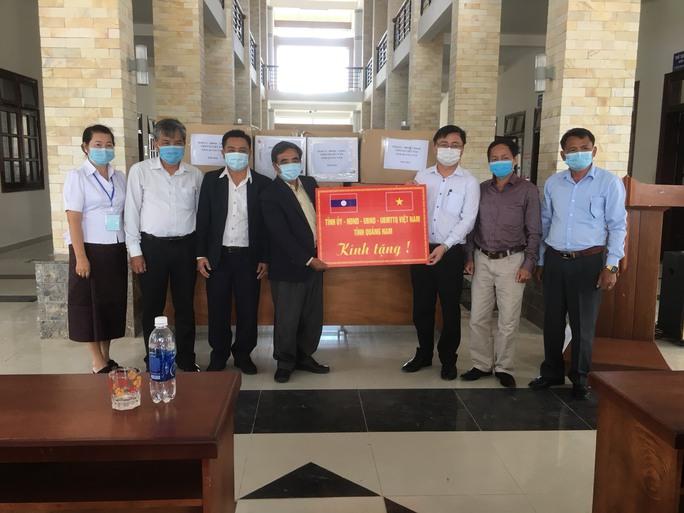 Quảng Nam hỗ trợ vật tư y tế cho tỉnh Sê Kông của Lào chống dịch - Ảnh 1.