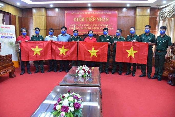 2.000 cờ Tổ quốc đến vùng biên Bình Phước - Ảnh 1.