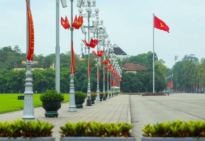 Cận cảnh Hà Nội rực rỡ trước ngày bầu cử - Ảnh 3.