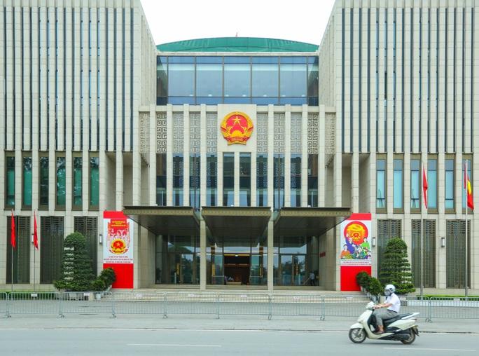Cận cảnh Hà Nội rực rỡ trước ngày bầu cử - Ảnh 4.