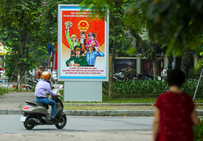 Cận cảnh Hà Nội rực rỡ trước ngày bầu cử - Ảnh 8.