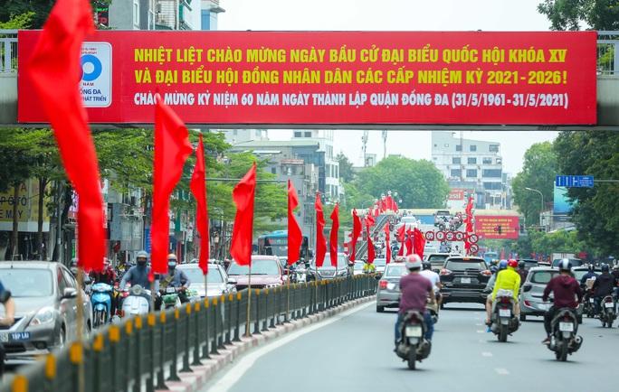 Cận cảnh Hà Nội rực rỡ trước ngày bầu cử - Ảnh 2.