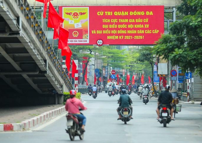 Cận cảnh Hà Nội rực rỡ trước ngày bầu cử - Ảnh 10.