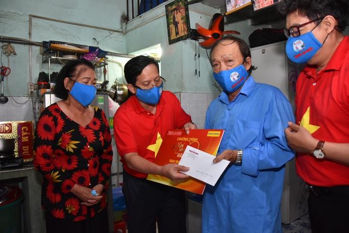 Mai Vàng nhân ái thăm NSND Hoàng Phi Long và nghệ sĩ Bửu Khánh - Ảnh 4.