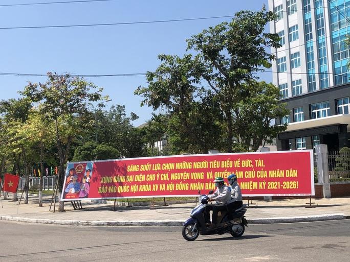 Đường phố rực cờ hoa, hơn 1,1 triệu cử tri Quảng Nam sẵn sàng đi bầu cử - Ảnh 12.