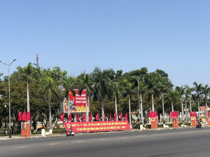 Đường phố rực cờ hoa, hơn 1,1 triệu cử tri Quảng Nam sẵn sàng đi bầu cử - Ảnh 17.