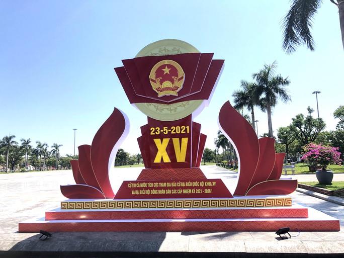 Đường phố rực cờ hoa, hơn 1,1 triệu cử tri Quảng Nam sẵn sàng đi bầu cử - Ảnh 16.