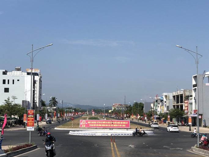 Đường phố rực cờ hoa, hơn 1,1 triệu cử tri Quảng Nam sẵn sàng đi bầu cử - Ảnh 11.