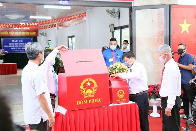 Thủ tướng Phạm Minh Chính hoàn thành bỏ phiếu bầu cử tại Cần Thơ - Ảnh 1.