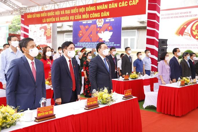 Chủ tịch Quốc hội Vương Đình Huệ bỏ lá phiếu đầu tiên tại thành phố Cảng - Ảnh 5.