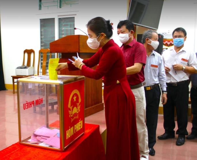 Độc đáo hòm phiếu di động đến từng nhà ngày bầu cử - Ảnh 35.