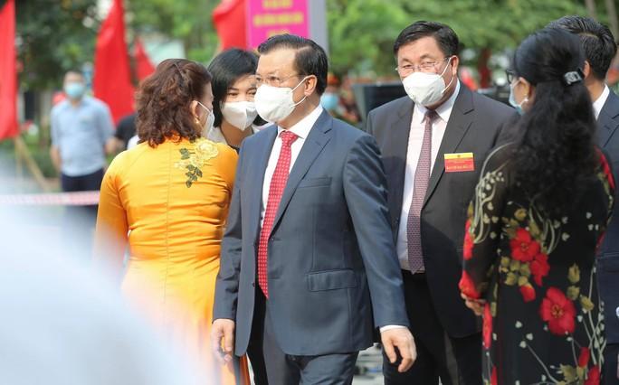Cử tri Hà Nội náo nức đi bỏ phiếu bầu cử - Ảnh 8.